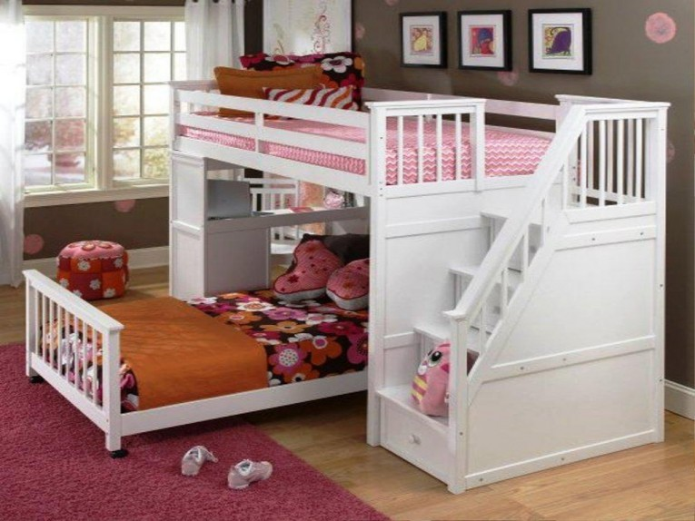 Admirable Cheap Bunk Beds For Kids With Area Rugs And Laminate Flooring Combined With Picutre On The Wall For Kids Bed Room Ideas