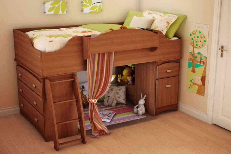 Alluring Cheap Bunk Beds For Kids With Area Rugs And Laminate Flooring Combined With Picutre On The Wall For Kids Bed Room Ideas