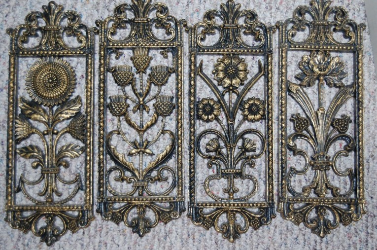 Appealing Wall Plaques With Antique Pattern Design For Wall Decorating Home Ideas