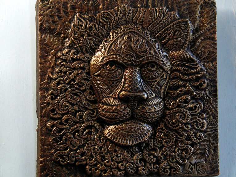 Astonishing Wall Plaques With Antique Pattern Design For Wall Decorating Home Ideas