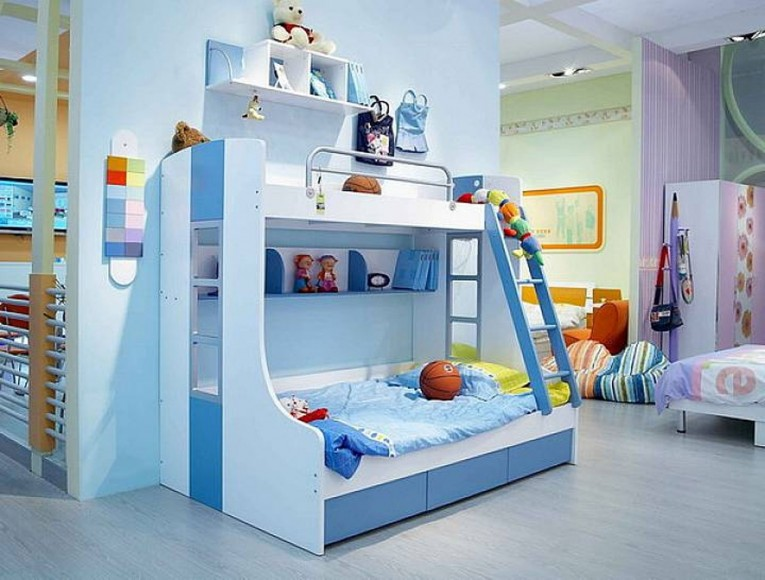 Cool Cheap Bunk Beds For Kids With Area Rugs And Laminate Flooring Combined With Picture On The Wall For Kids Bed Room Ideas