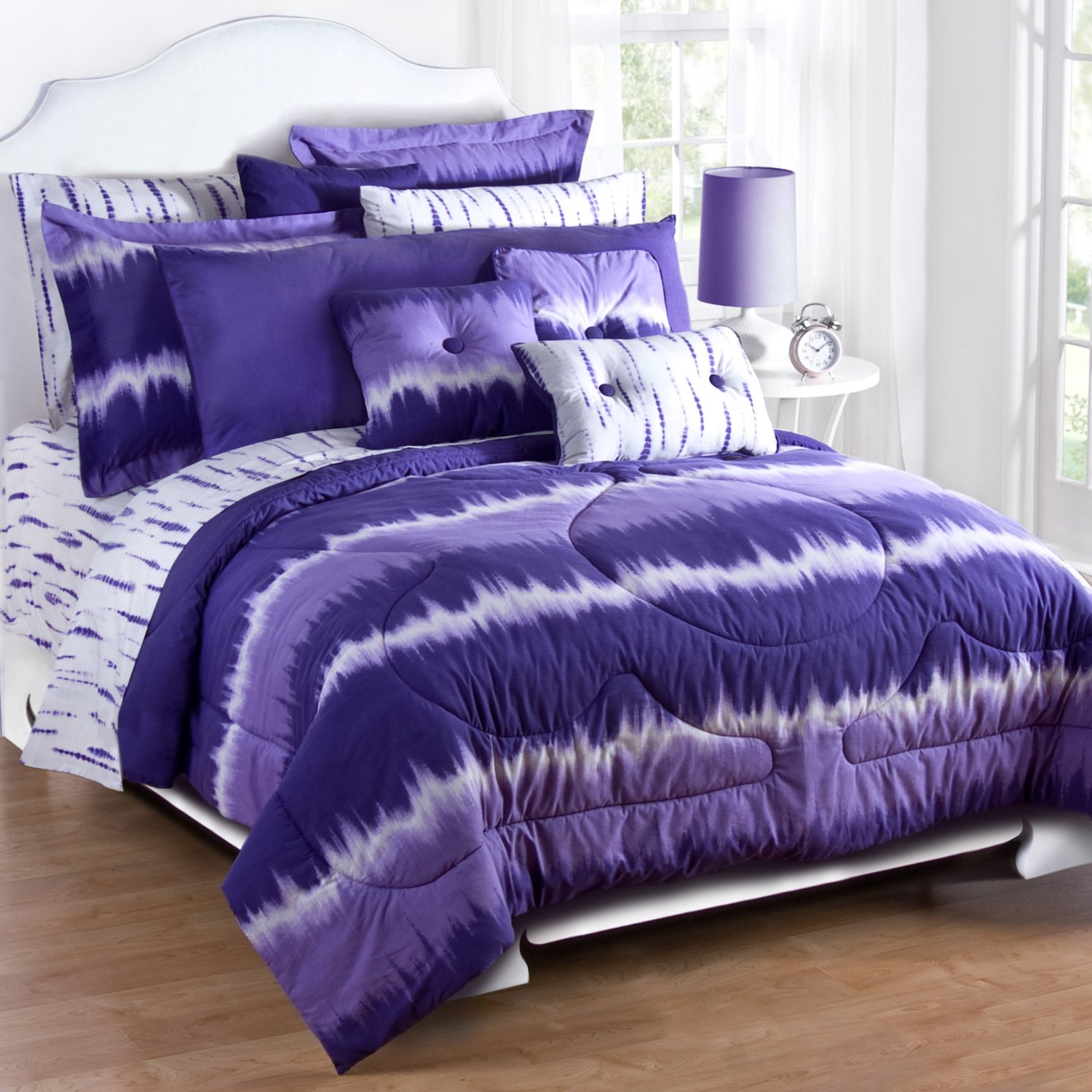 Cozy full comforter sets Bed queen size and king bedsize also pillows and cushion combined with headboards and curtains