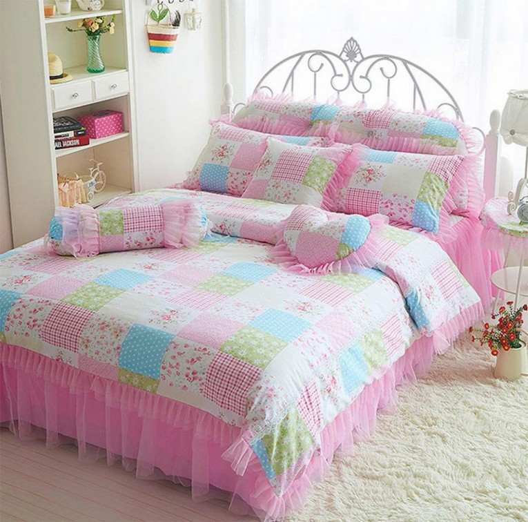 Enchanting Bedroom With Sidetable And Laminate Flooring Plus Curtains And Cheap Duvet Covers