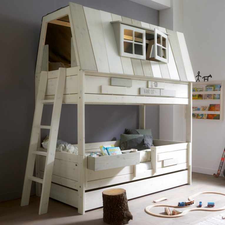 Engaging Cheap Bunk Beds For Kids With Area Rugs And Laminate Flooring Combined With Picture On The Wall For Kids Bed Room Ideas