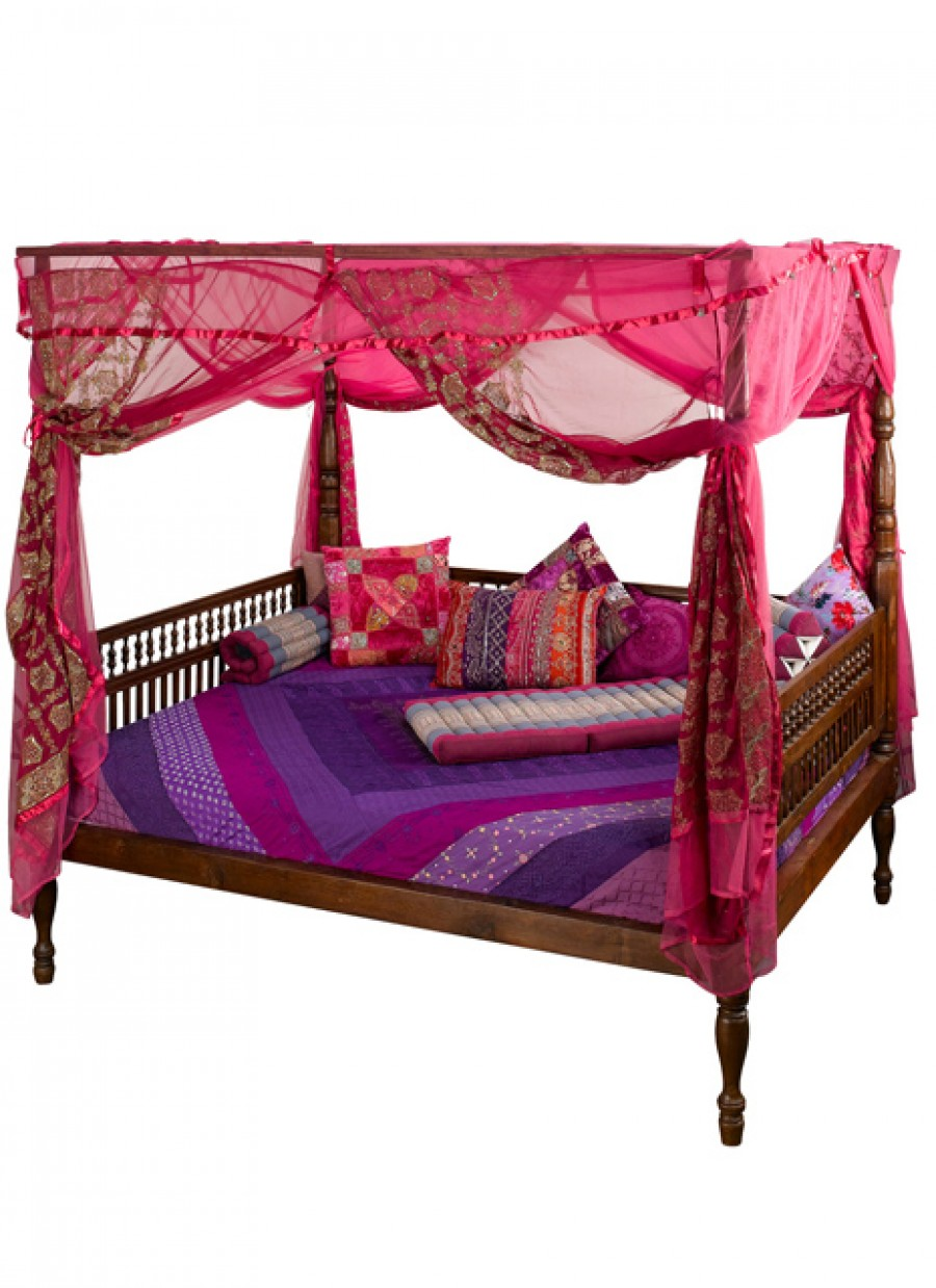 Beautiful Queen Daybed with Elegant Colors for Bedroom: Amazing Pink Loft Bed And Pink Queen Daybed