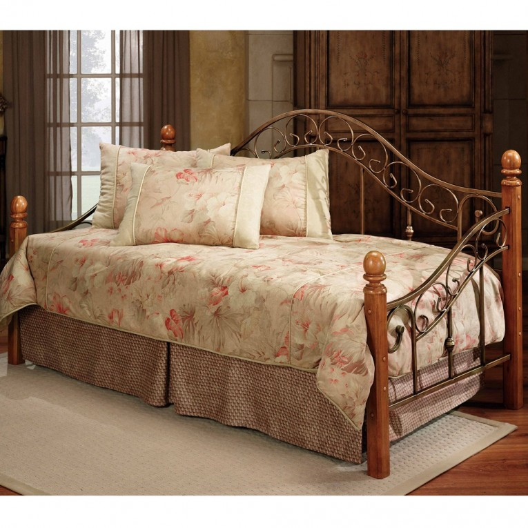 Elegant Queen Daybed With Wooden Frame