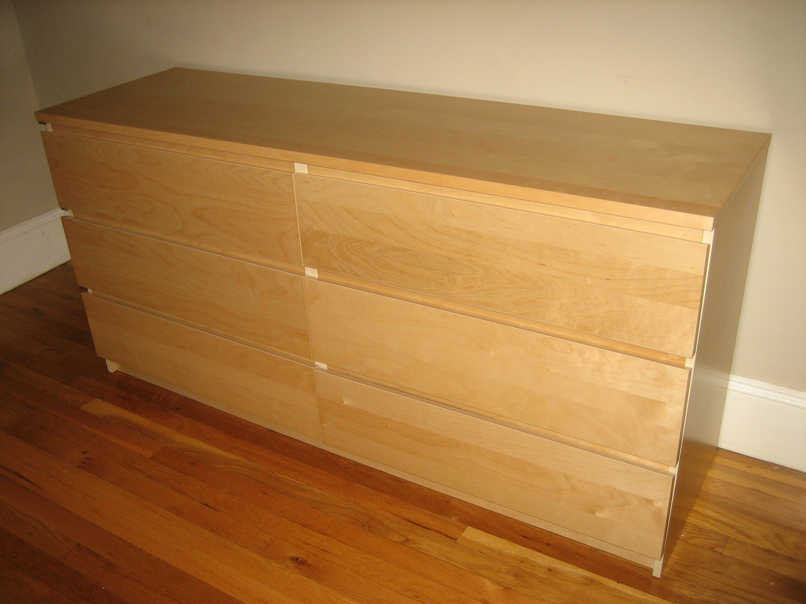 Modern Malm 6 Drawer Dresser With Wooden Floor