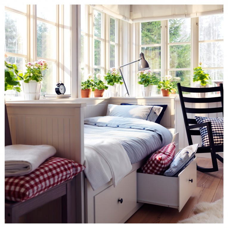 Silent Queen Daybed With Beautiful Interior