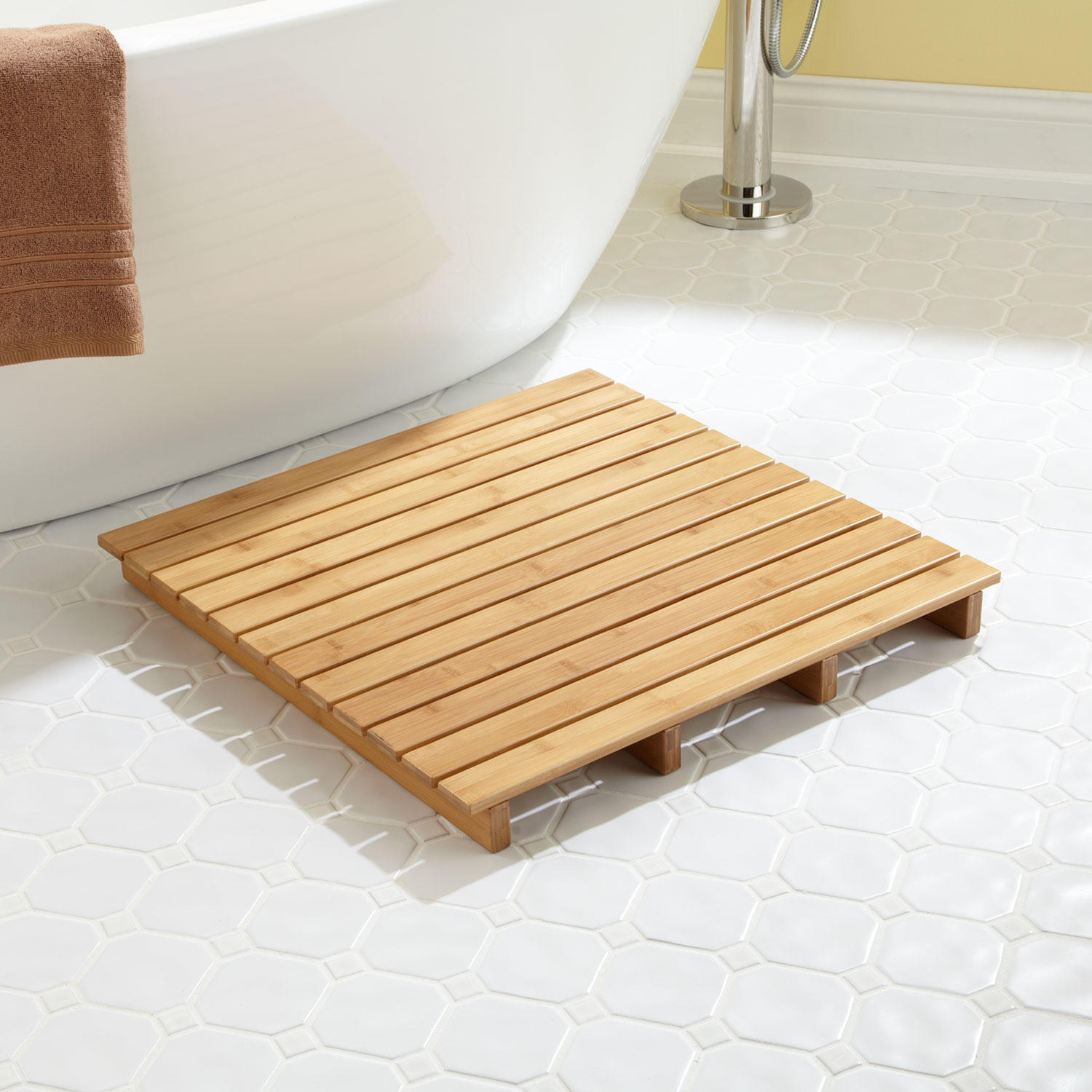 unique small wooden bath mat with bathtub