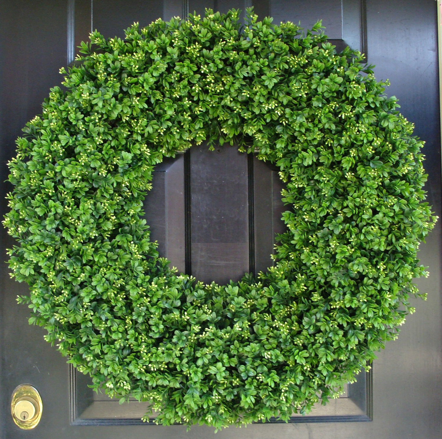 Interesting Artificial Boxwood Wreath with Simple Design for Exterior: Admirable Artificial Boxwood Wreath With Round Circle Shape And Green Colors Artificial Boxwood Wreath For Outdoor Or Indoor Ideas