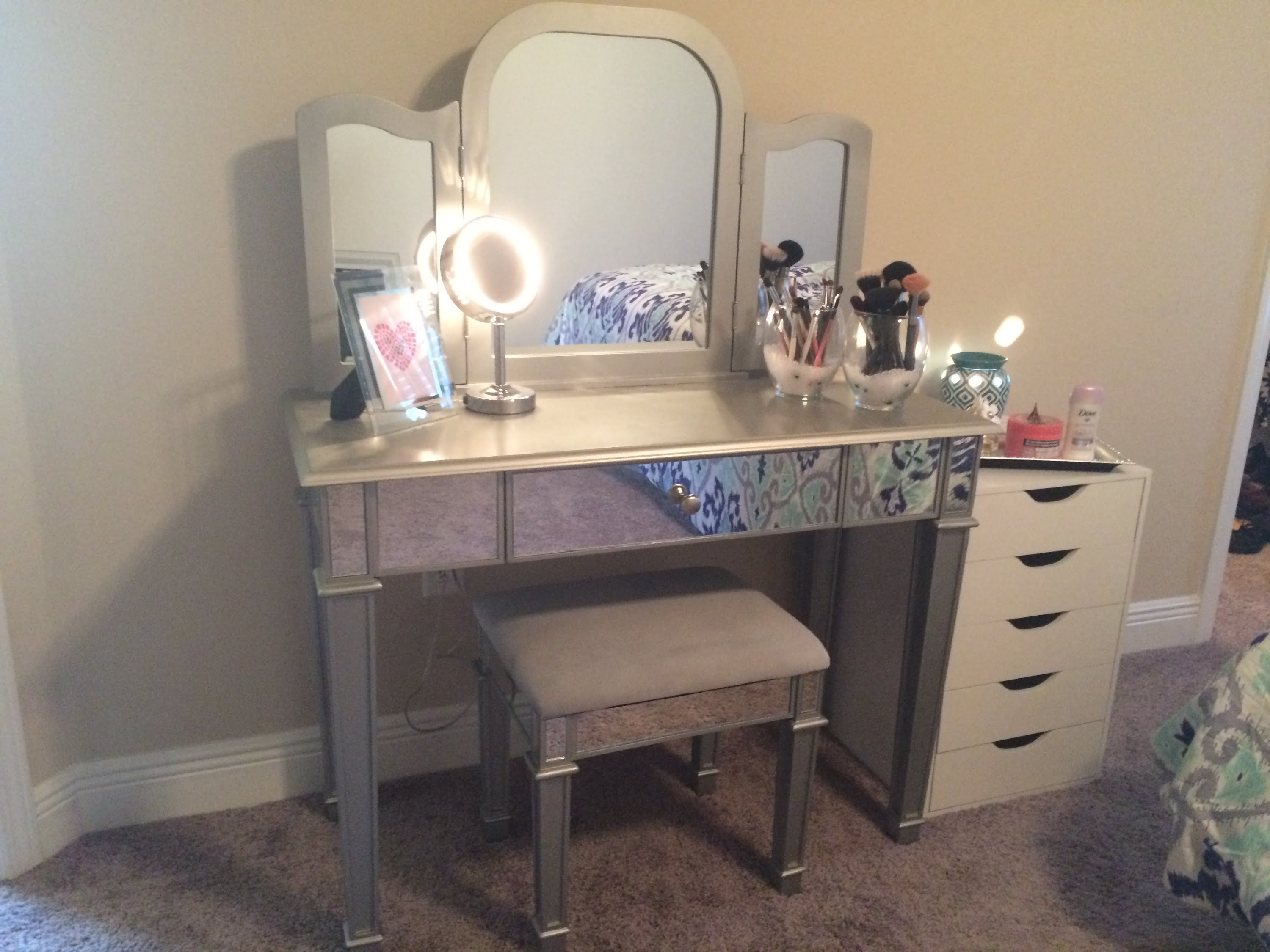 bedroom ford mirror vanity for makeup fascinating with images table lights including dressing