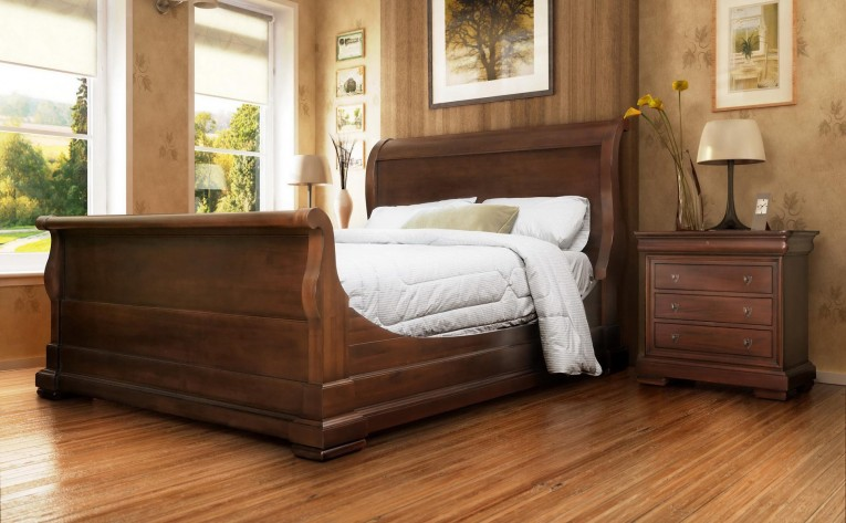 Amazing Headboars King Sleigh Bed With Royal Duvet Cover And Luxury Sheets Also Unique Area Rug Above Laminate Flooring Ideas