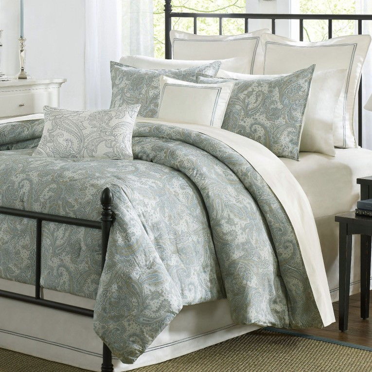 Appealing Comrforter Set Light Of Paisley Comforter With Pillows And Unique Sidetable And Nightlamps