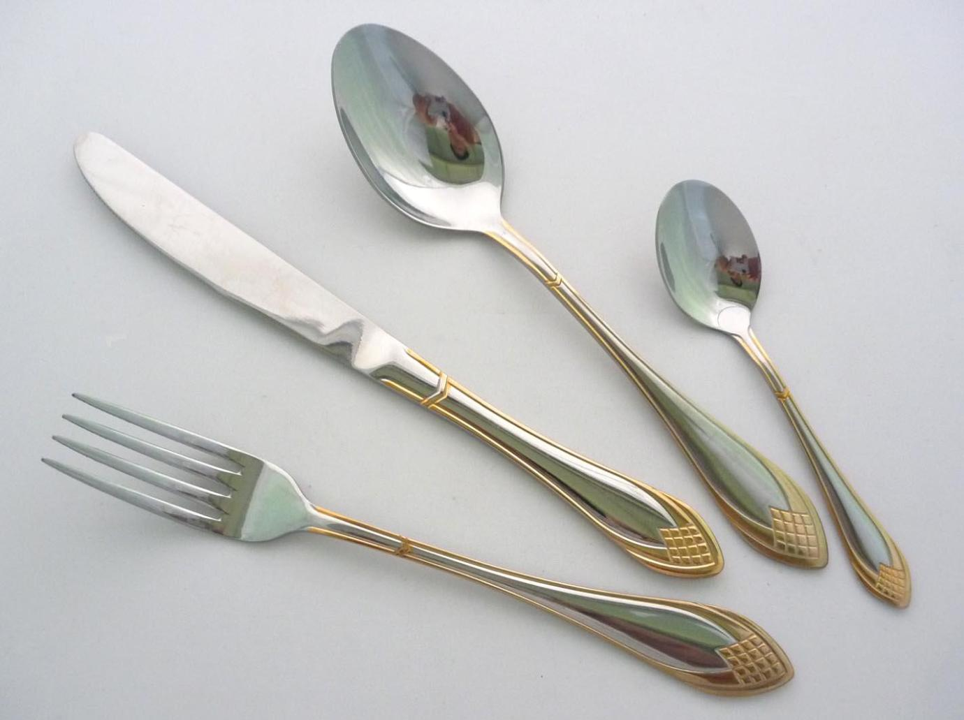 Appealing gold plastic silverware with glitters gold plastic silverware for serverware ideas