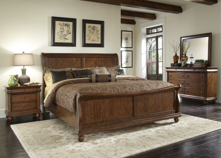 Astonishing Headboars King Sleigh Bed With Royal Duvet Cover And Luxury Sheets Also Unique Area Rug Above Laminate Flooring Ideas