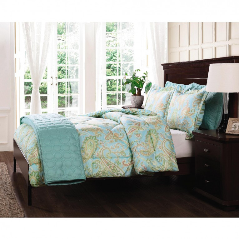 Awesome Comrforter Set Light Of Paisley Comforter With Pillows And Unique Sidetable And Nightlamps