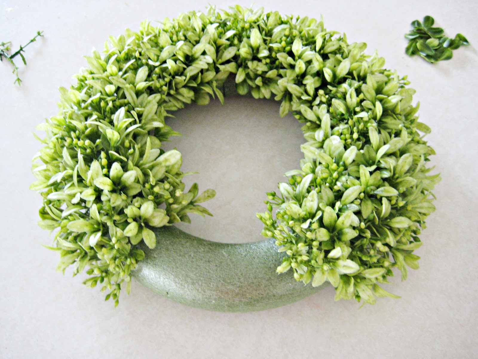 Awesome design with easy making for artificial boxwood wreath