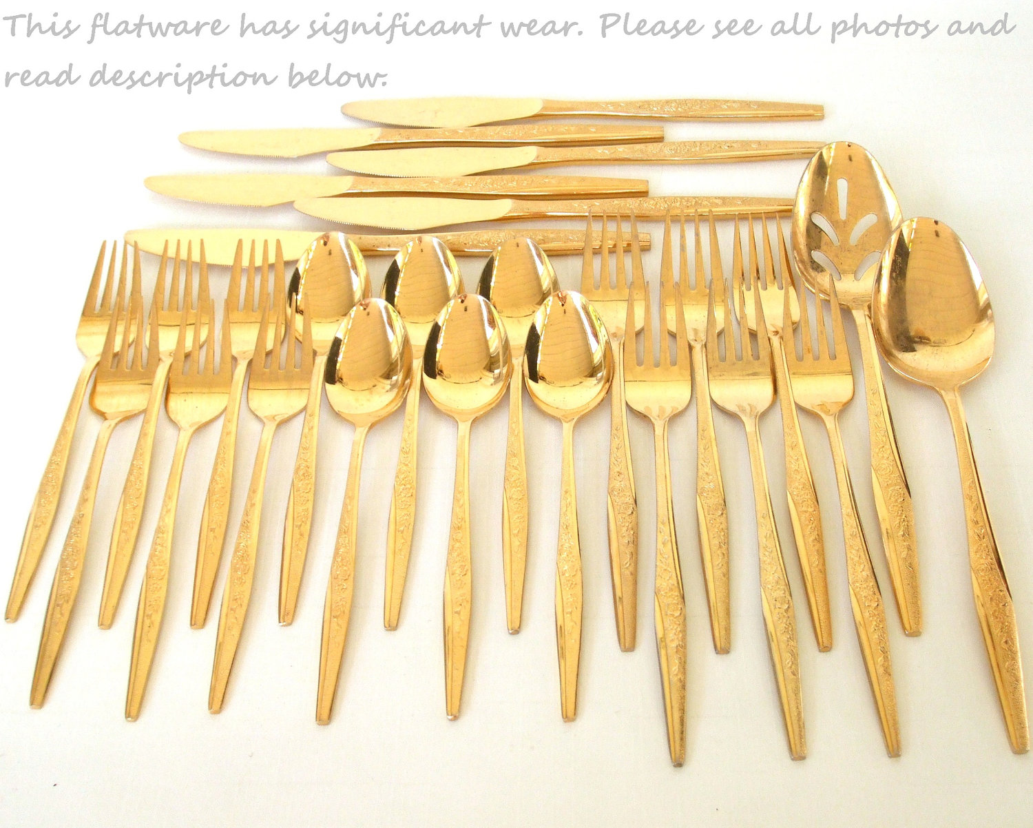 Awesome gold plastic silverware with glitters gold plastic silverware for serverware ideas