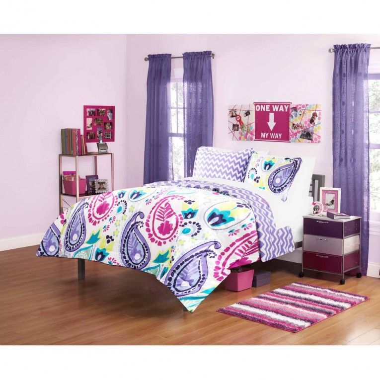 Brilliant Comrforter Set Light Of Paisley Comforter With Pillows And Unique Sidetable And Nightlamps