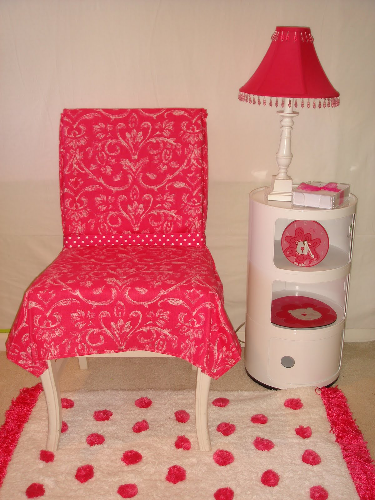 Brilliant Dorm Chairs with Best Modern Design and color can be place at Living room or Bedroom Ideas