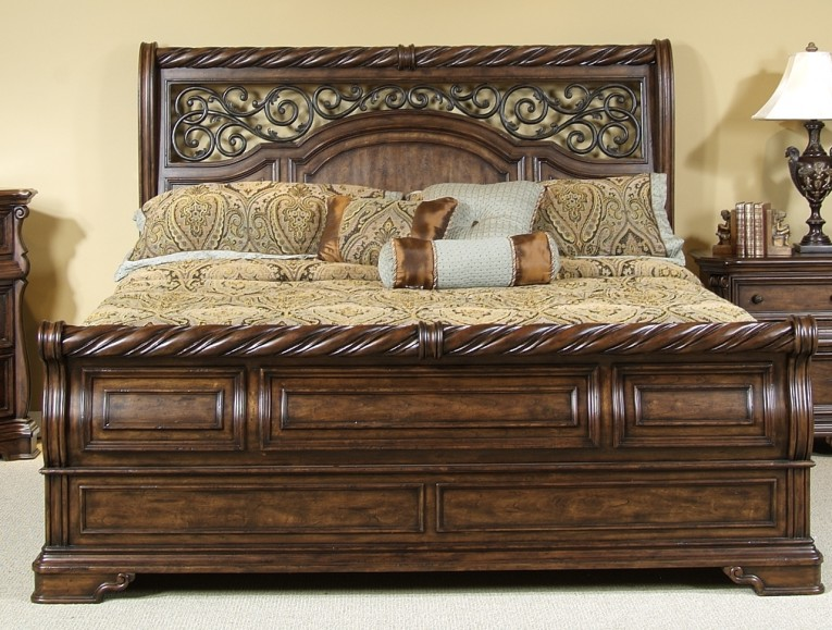 Brilliant Headboars King Sleigh Bed With Royal Duvet Cover And Luxury Sheets Also Unique Area Rug Above Laminate Flooring Ideas
