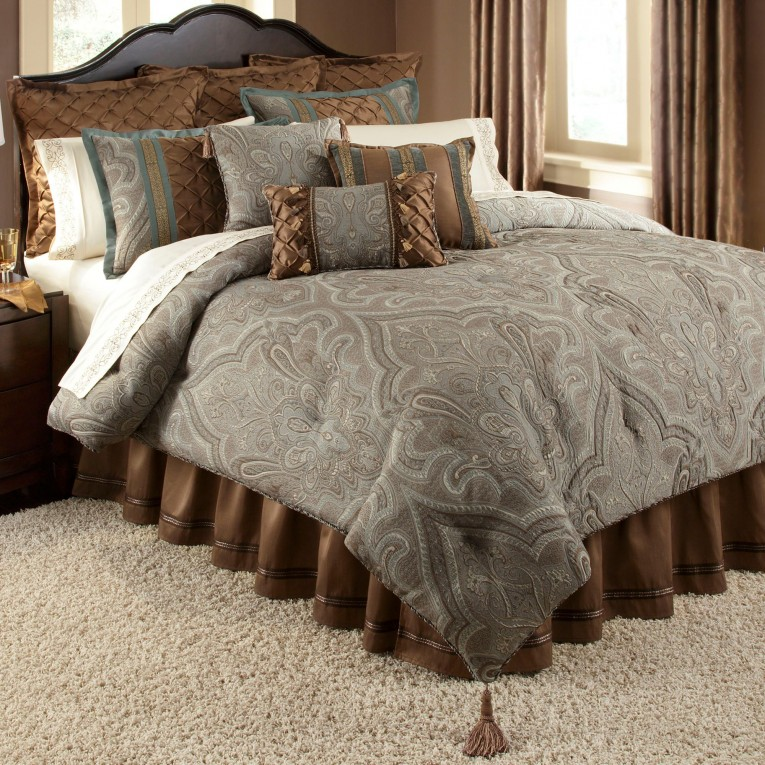 Captivating Comrforter Set Light Of Paisley Comforter With Pillows And Unique Sidetable And Nightlamps
