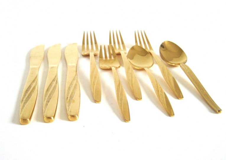 Captivating Gold Plastic Silverware With Glitters Gold Plastic Silverware For Serverware Ideas