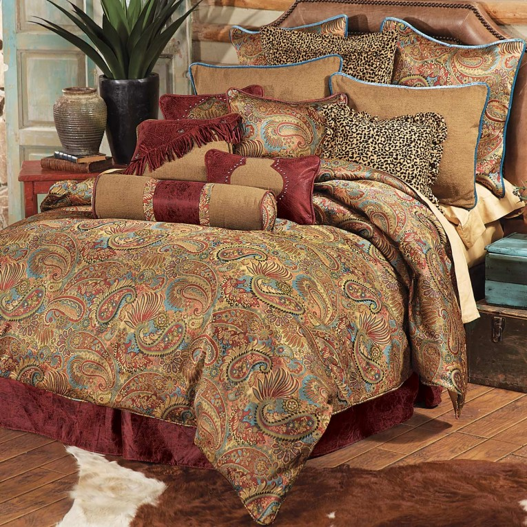 Chic Comrforter Set Light Of Paisley Comforter With Pillows And Unique Sidetable And Nightlamps