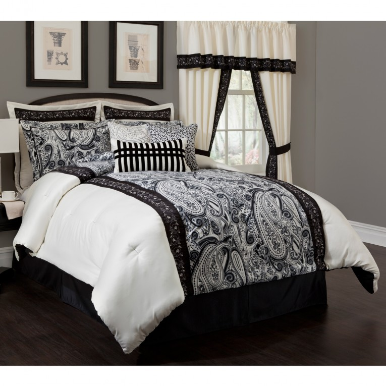 Comfy Comrforter Set Light Of Paisley Comforter With Pillows And Unique Sidetable And Nightlamps