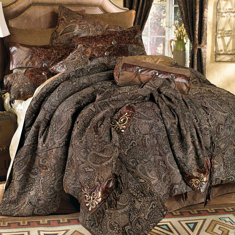 Cool Comrforter Set Light Of Paisley Comforter With Pillows And Unique Sidetable And Nightlamps