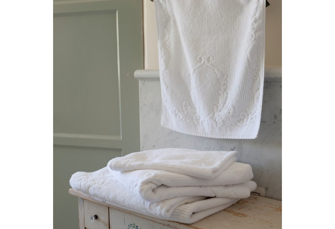 Cool monogrammed bath towels with personalized towel of monogrammed towel set ideas