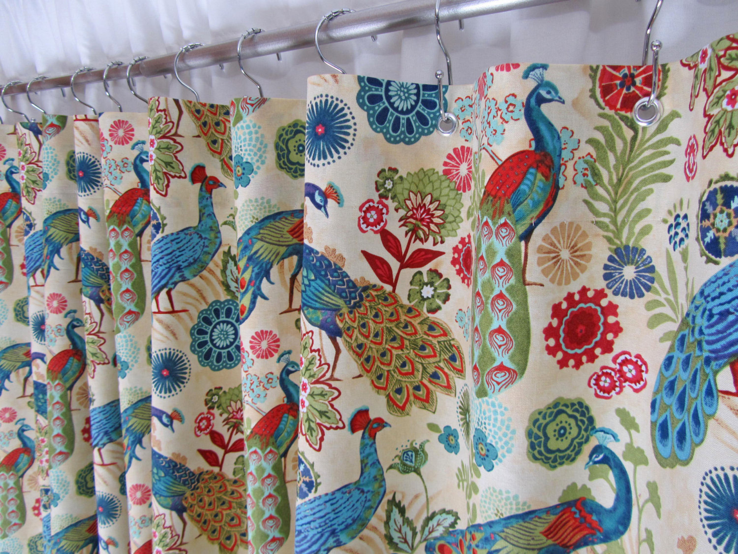 Cozy peacock shower curtain featuring beautiful color peacock shower curtain and sidetable with rollers for your beautiful modern bathroom shower ideas