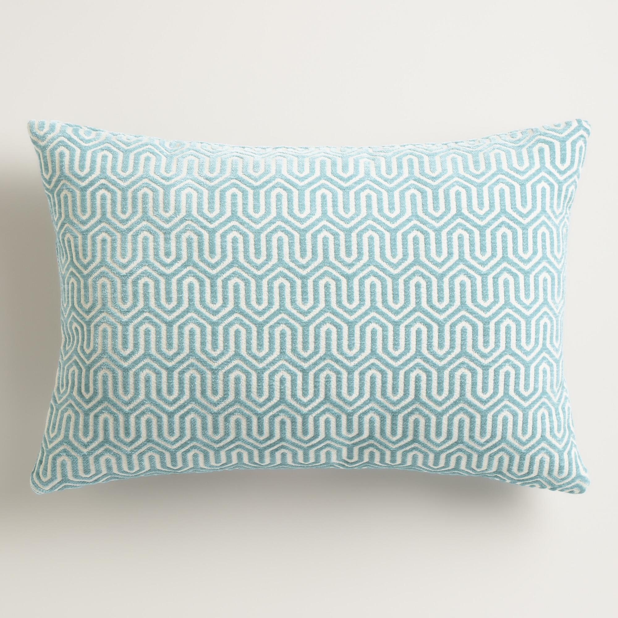 Interior Dazzling Cushions Teal Throw Pillows For Queen Bed Size  ~ What Size Throw Pillow For Sofa
