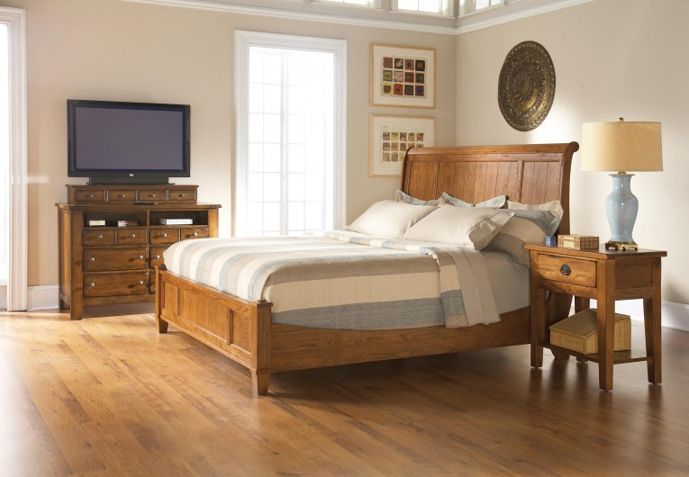 Dazzling Headboars King Sleigh Bed With Royal Duvet Cover And Luxury Sheets Also Unique Area Rug Above Laminate Flooring Ideas