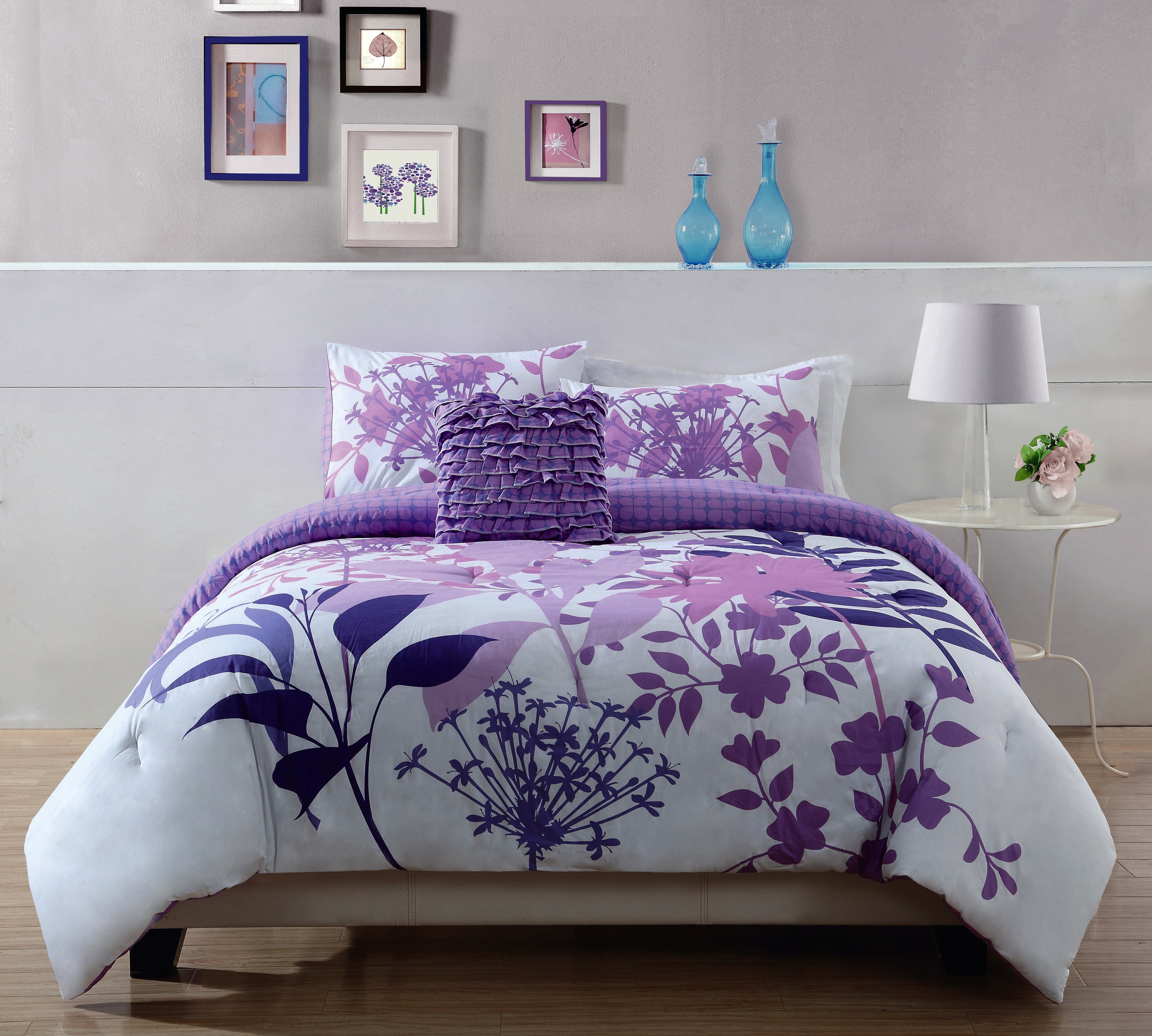 Exquisite purple pattern flower comforters for teens and sidelamp