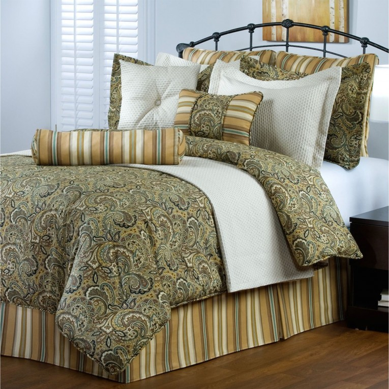 Wondrous Comrforter Set Light Of Paisley Comforter With Pillows And Unique Sidetable And Nightlamps