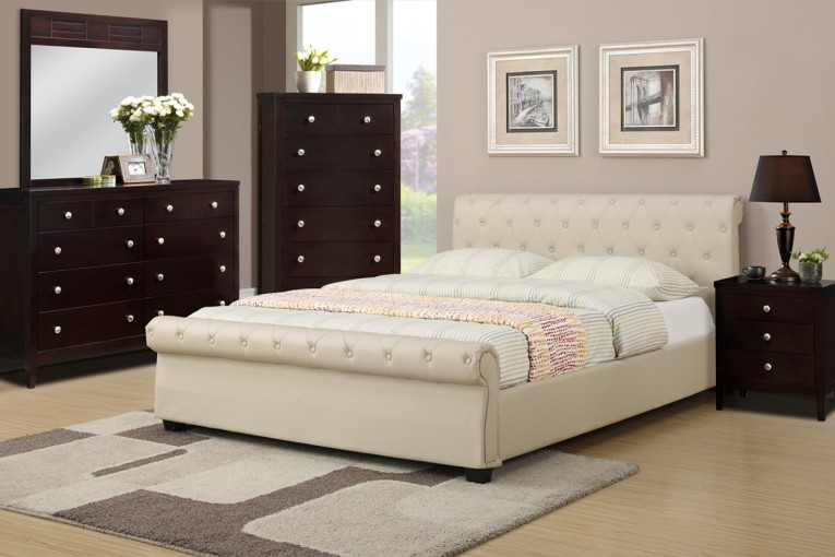 Alluring Queen Size Platform Bed And Nightlamps Plus Rug