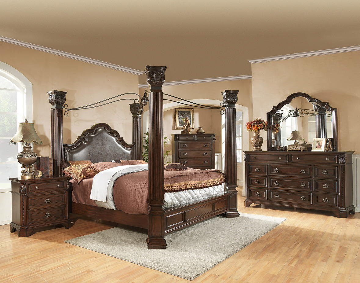 fabulous king size canopy bed with laminate flooring and dresstable and rug