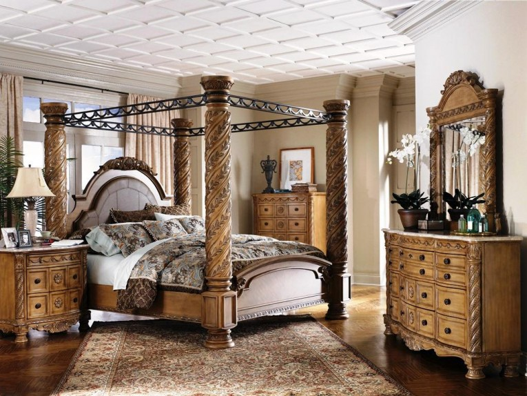 Gorgeous Dresstable And Rug Also King Size Canopy Bed