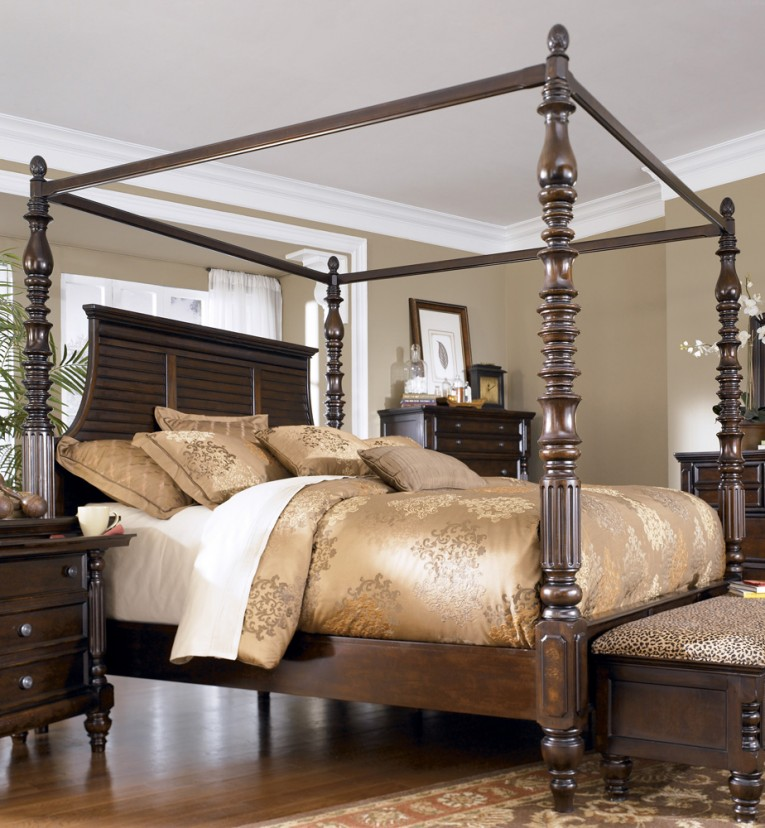 Great King Size Canopy Bed And Dresstable Also Laminate Flooring