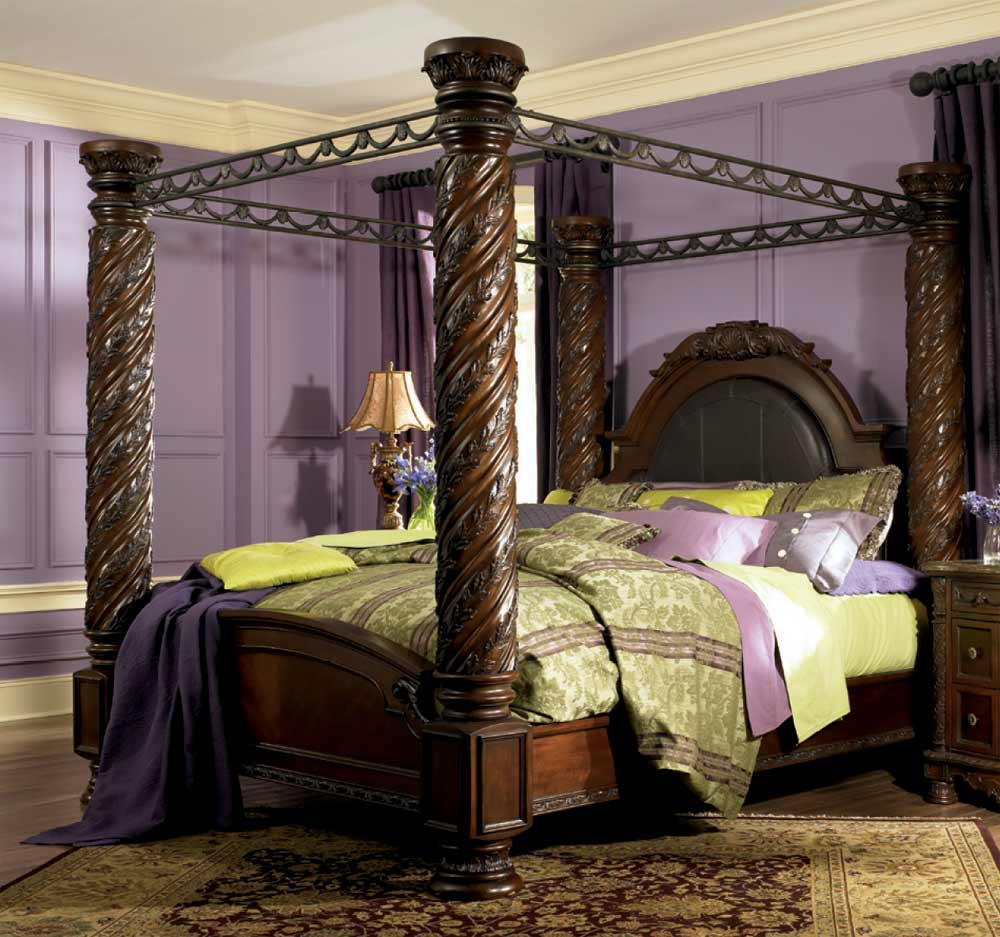 purple wall with area rug and dresstable also king size canopy bed