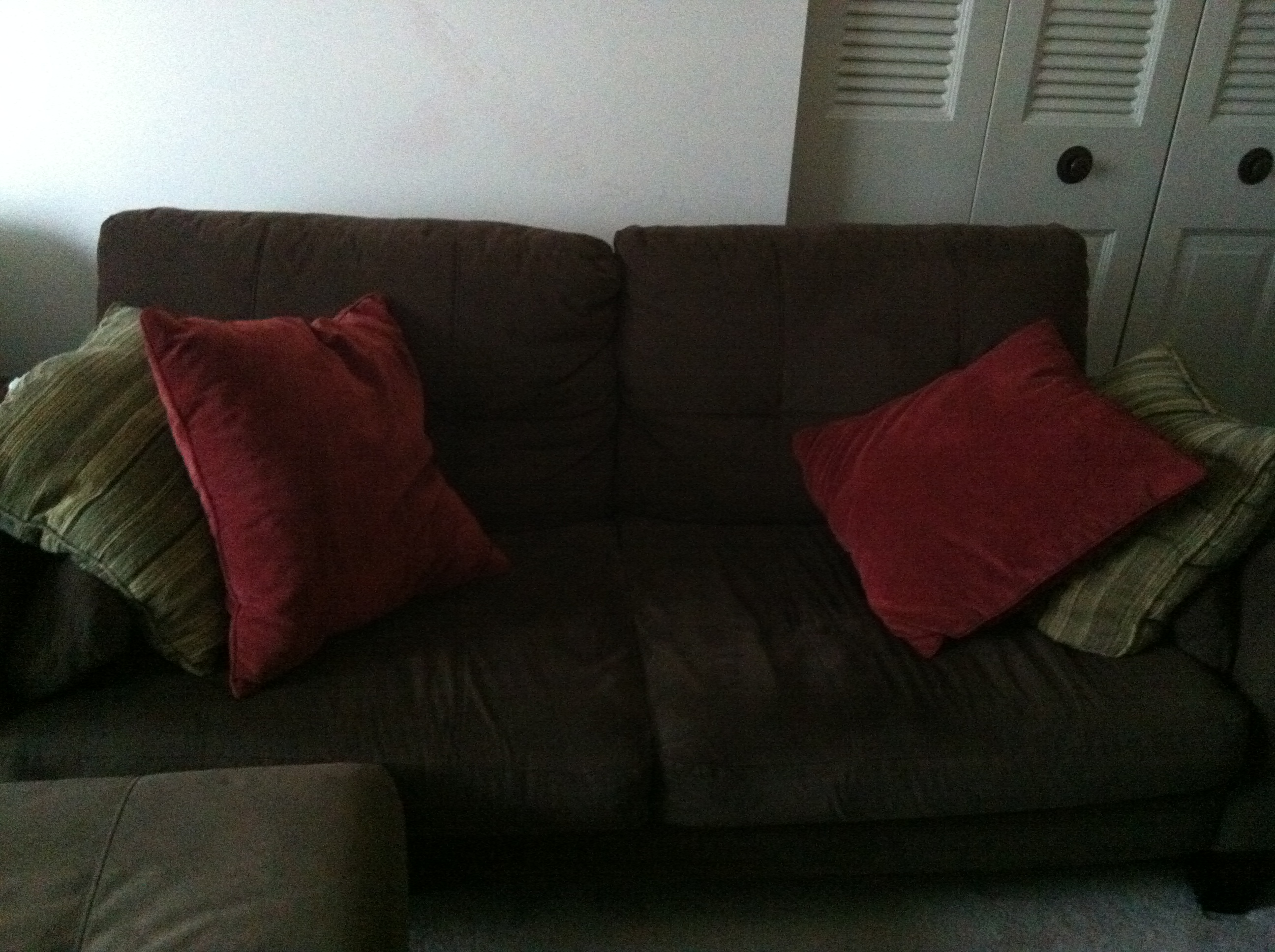red pairs sofa pillows with black loveseat